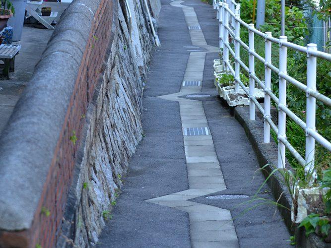 門司港の『路』を撮っています。