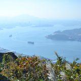 風師山から小倉側を望む。ゆっくり列を作り進んでいく船がのどかです。